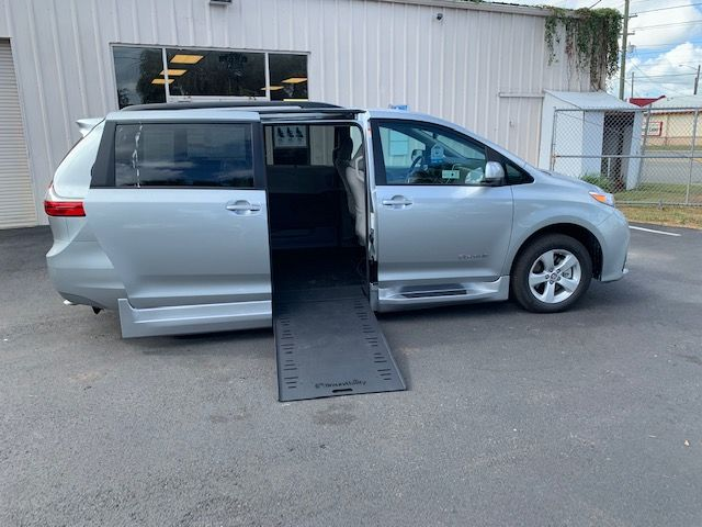 2020 toyota sienna le wheelchair accessible van 2020 toyota sienna le